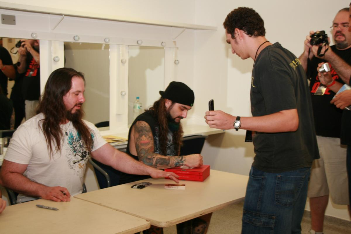 YtseBR-Backstage-SaoPaulo-Brazil-19March2010-Gerais (60)