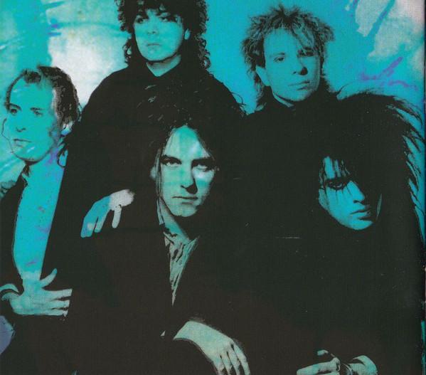 The Cure em 1985: Porl Thompson, Lol Tolhurst, Boris Williams, Robert Smith e Simon Gallup